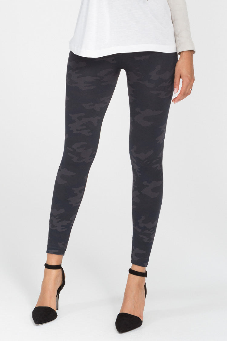 SPANX Look At Me Now Seamless Leggings Black Camo Tragebild Vorne