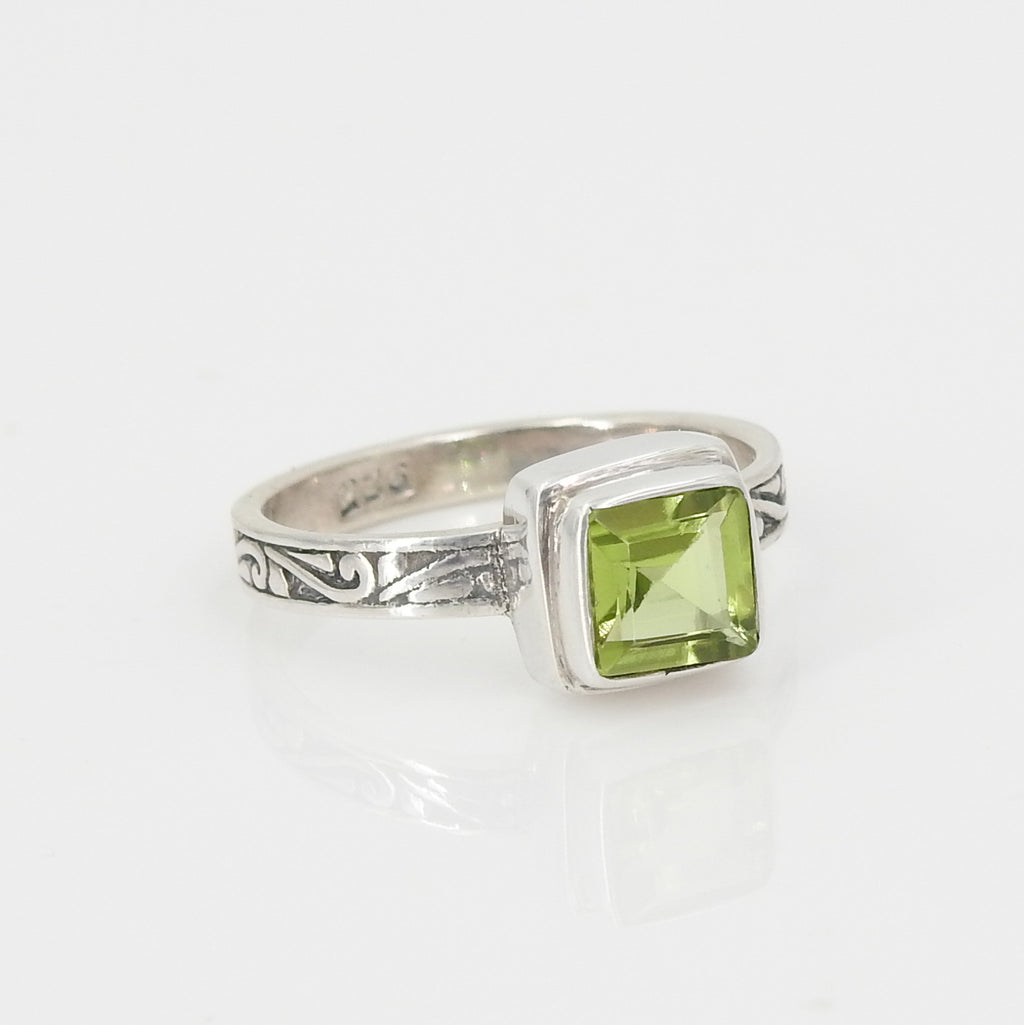 S/S Square Peridot Ring SZ 7