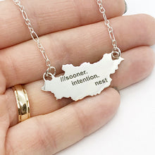 Load image into Gallery viewer, what3words Country/State Pendant