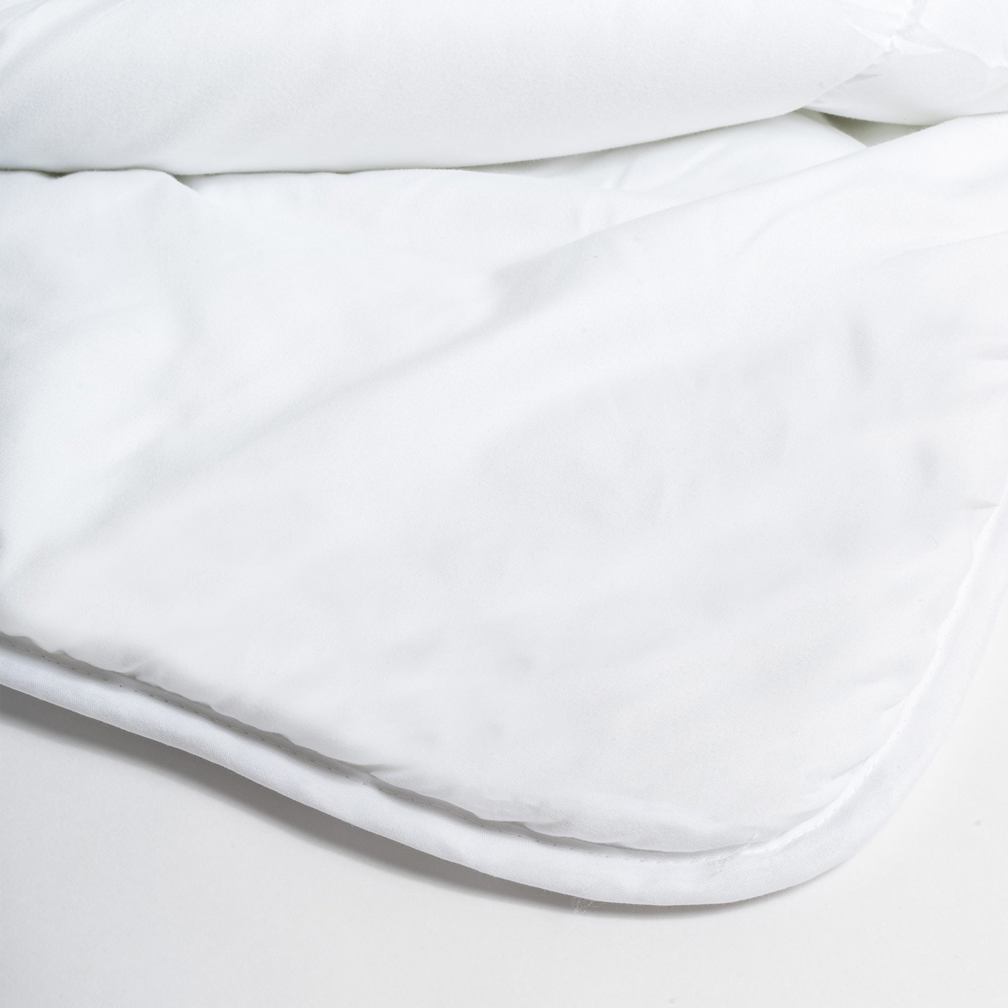 Lightweight down alternative duvet insert
