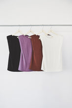 Power-shoulder T-shirts
