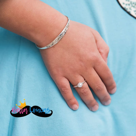 products/somebody-loves-me-adjustable-silver-bracelet-restocked-facebook-group-bella-loucas_912.jpg
