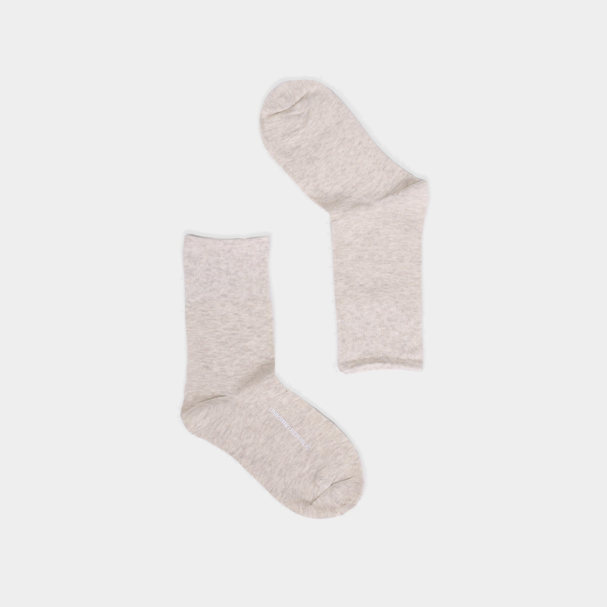 BASIC THIN BEIGE CREW SOCKS