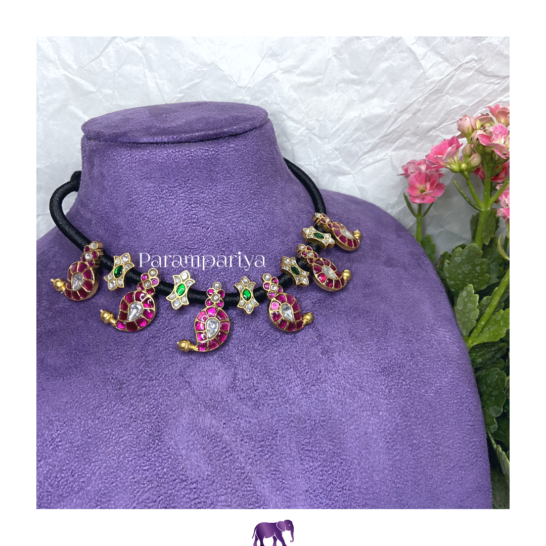 Kudan paisely thread necklace