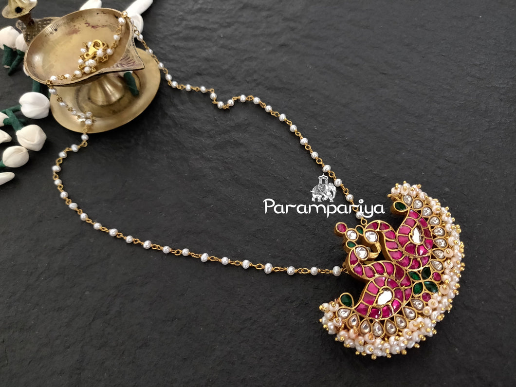 Kundan pendant necklace