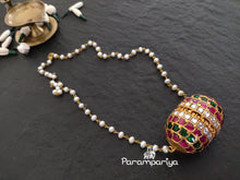 Load image into Gallery viewer, Jumbo kundan pendant necklace