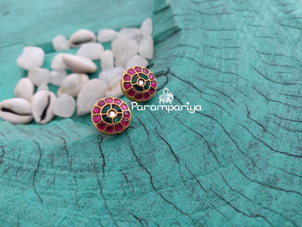 Small Kundan ear stud