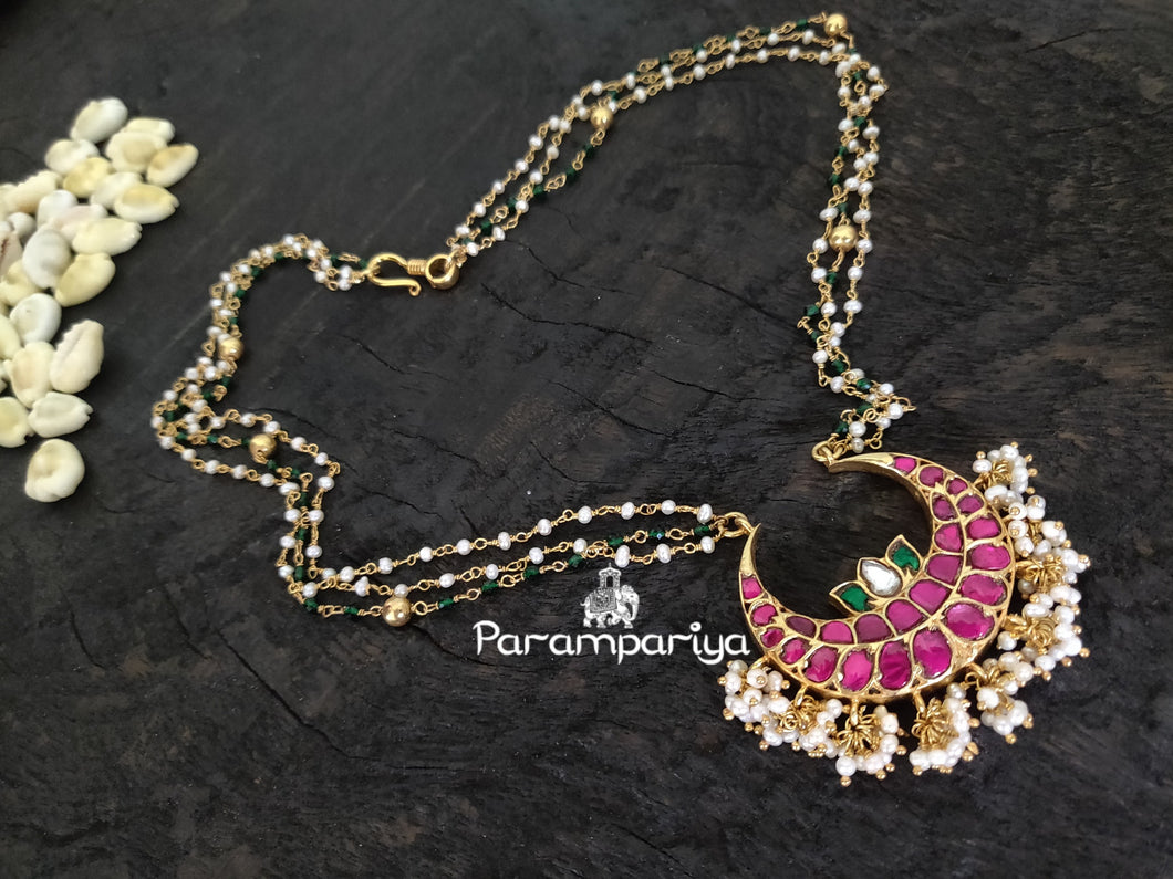 Simple kundan pendant necklace