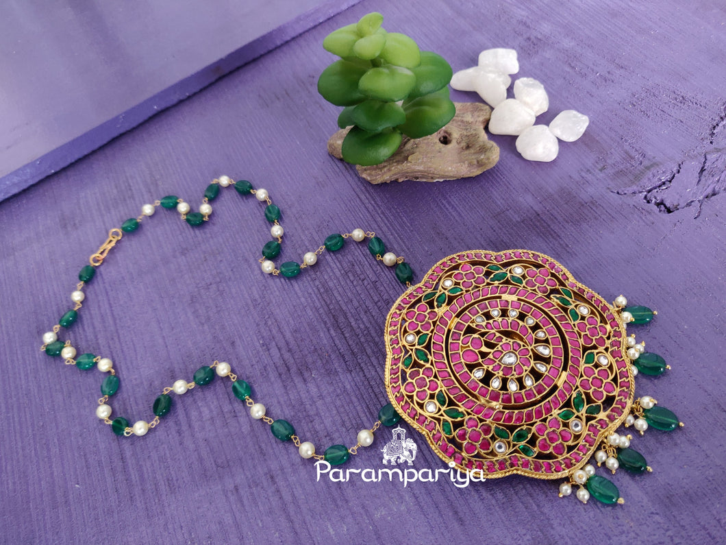Kundan jumbo pendant necklace