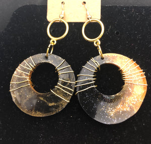 Black &Gd Wired Resin Hoops