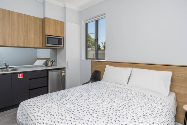 Queen studio suite (interconnecting door to create 3 bedroom suite)