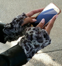 Load image into Gallery viewer, Bobcat Faux Fur Finger-less Gloves