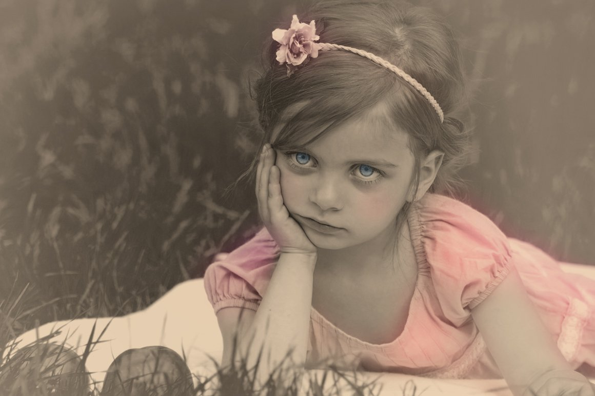 Colorized Old Photo Effect for Photoshop
