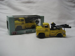 M2 Machines Auto-Trucks SPECIAL RELEASE - 1958 Chevrolet LCF Tow Truck - Series Truck 002