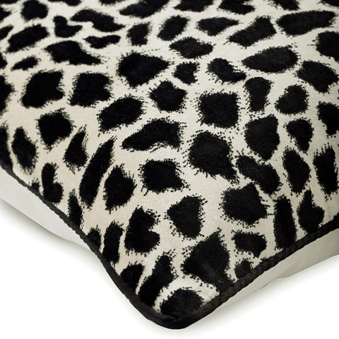 products/wild-jungle-black-velvet-animal-modern-print-decorative-pillow-covers_ec48249d-dfad-4eee-be76-b3346fca8284.jpg