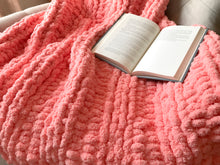 Load image into Gallery viewer, Chunky Knit Coral Blanket