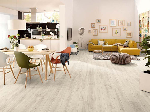 Egger Classic Western Oak Light 7mm Laminate Flooring Square Metre Price is £8.50 - undergroundflooring.co.uk