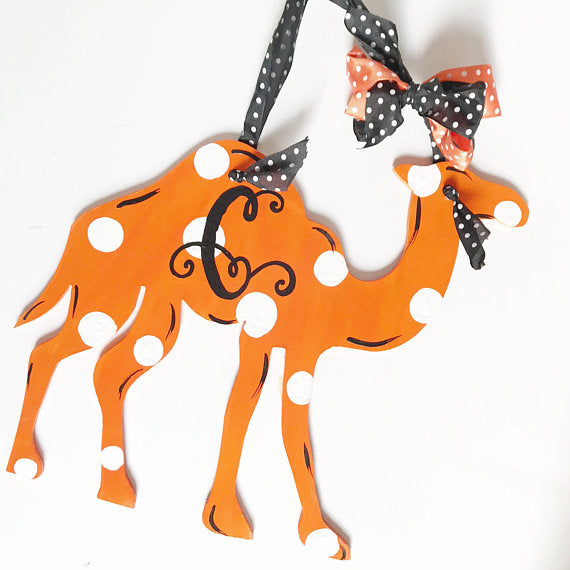 Camel Door Hanger