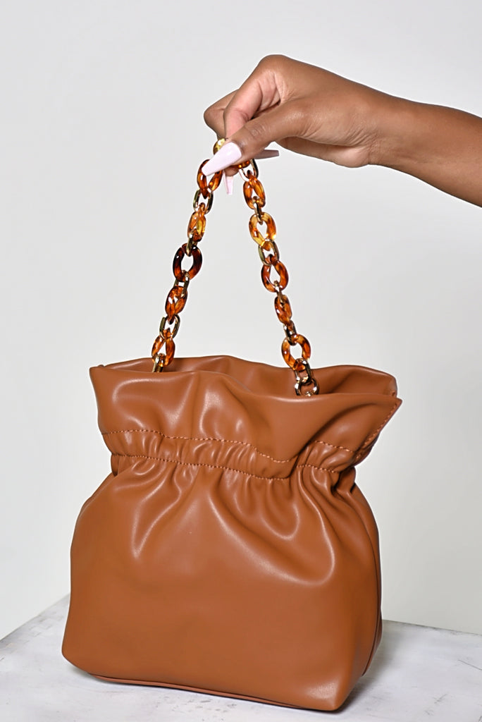CHAIN BUCKET BAG (CAMEL)