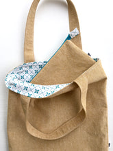 Load image into Gallery viewer, linen tote in straw with teal pin tuck