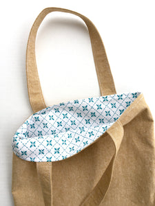 linen tote in straw with teal pin tuck