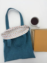 Load image into Gallery viewer, linen tote in teal with hearts