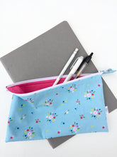 Load image into Gallery viewer, tiny bouquets zipper pouch