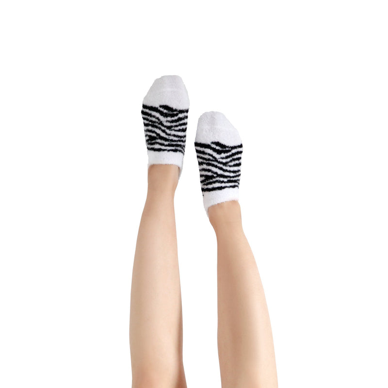 Women's Zebra Print Fuzzy Ankle Socks with Grips - 2 pk