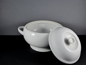 "#15240 BOWL 8.5"" ROUND W/LID (64 OZ.)"