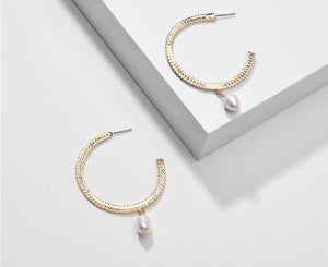 GxG Collective - OPHELIA FRESHWATER PEARL HOOP EARRINGS