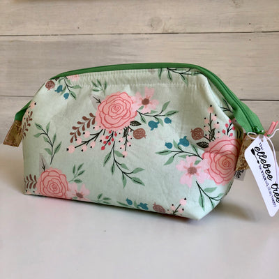Mint Floral Medium Retreat Bag