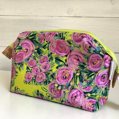 Peonie Garden Medium Retreat Bag