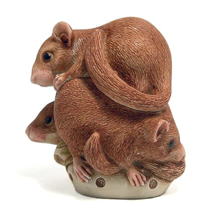 harmony kingdom bed and breakfast dormouse box figurine view 2