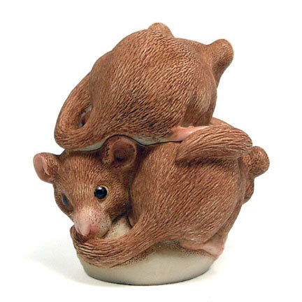harmony kingdom bed and breakfast dormouse box figurine view 3
