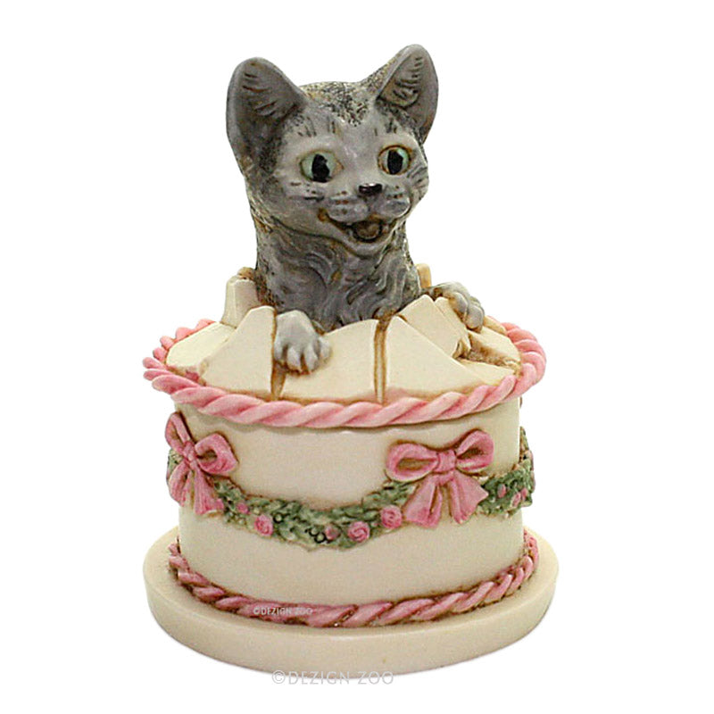 harmony kingdom gateau cat in birthday cake