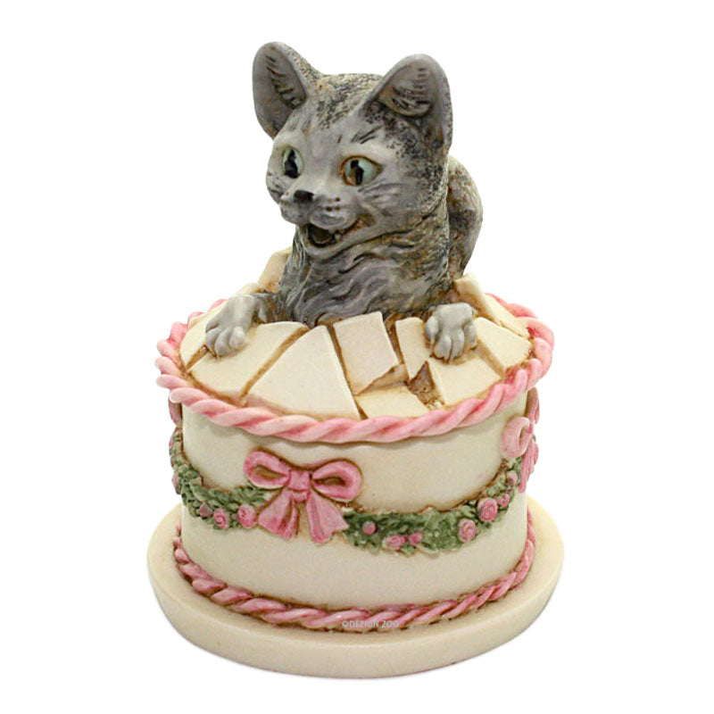 harmony kingdom gateau cat in birthday cake side view