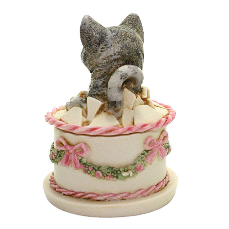 harmony kingdom gateau cat in birthday cake back view