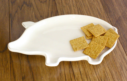 dolomite ceramic pig shaped plate with crackers
