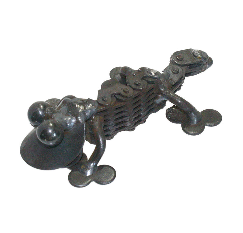 recycled metal chain gecko sculpture left side view