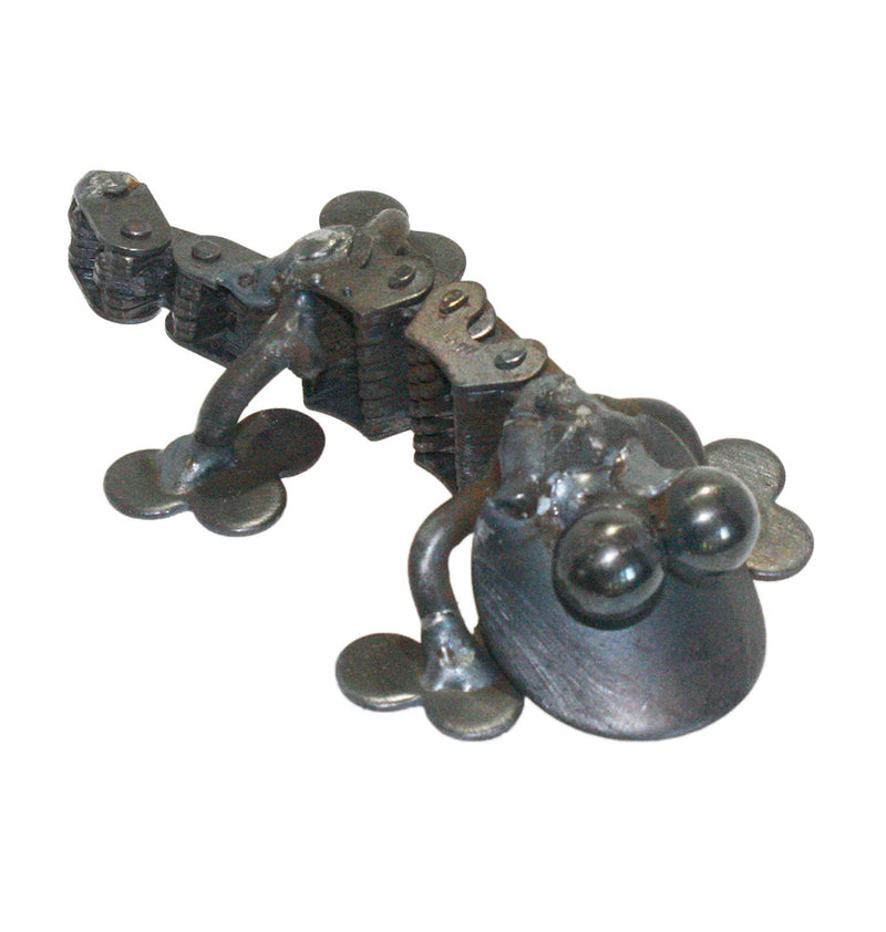 recycled metal chain gecko sculpture
