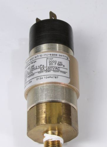 UE United Electric Controls Pressure Switch 10-B11