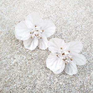 Gia White Flower Earrings