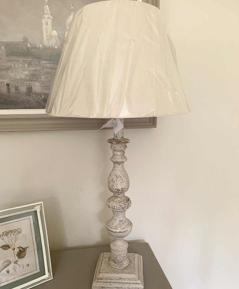 Washed White Lamp With Cream Shade -  www.proven-salle.com