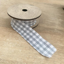 Load image into Gallery viewer, Set of 5 Cotton Ribbons on Wooden Spools