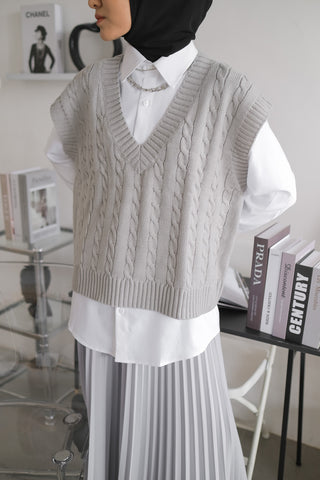 Cable Knit Vest Grey