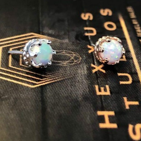 Crown-Set with Opal