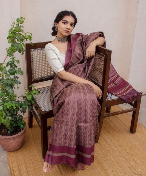 Gorgeous Purple Colored Casual Wear Linen Saree