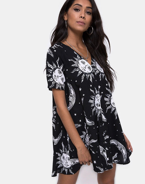 Crosena Swing Dress in Oversize Sun Moon and Stars by Motel
