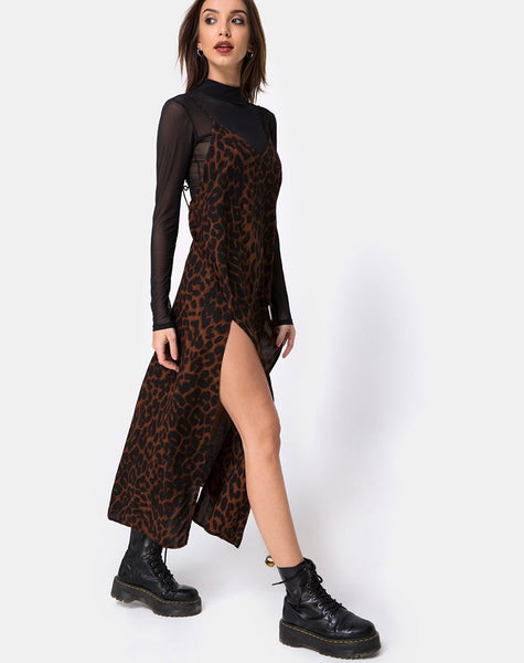 Hime Maxi Dress in Oversize Jaguar Brown by Motel