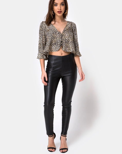 Vinequa Top in Rar Leopard by Motel